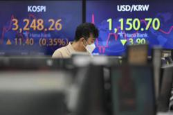 Asian markets drop as Delta fans recovery concerns