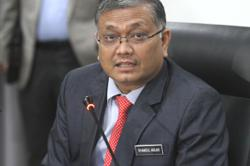 Umno's Lenggong MP quits as Energy and Natural Resources Minister