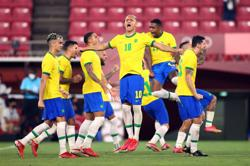 Olympics-Soccer-Brazil beat Mexico on penalties to reach final