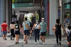 98 new locally transmitted Covid-19 cases in Singapore, including 31 unlinked