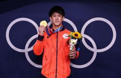Olympics-Gymnastics-Hashimoto's gold no match for Biles' bronze