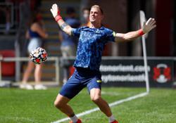 Soccer-Celtic sign goalkeeper Hart from Tottenham