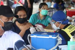 Only 75% of Covid-19 vaccines sent to Indonesian provinces were administered
