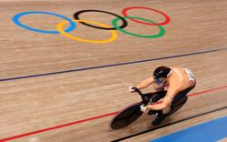 Olympics-Cycling-Flying Dutch set pace in men's sprint