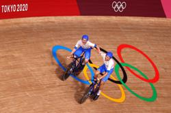 Olympics-Cycling-Golden Ganna powers Italy to victory in team pursuit thriller