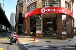 Singapore banks signal growth slowdown