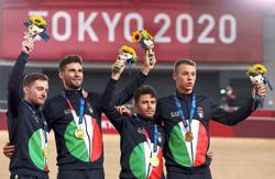 Italy break world record to win men's team pursuit