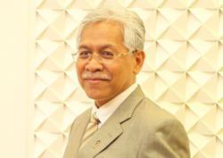 Umno's Idris Jusoh backs PM, chides Ahmad Zahid's leadership