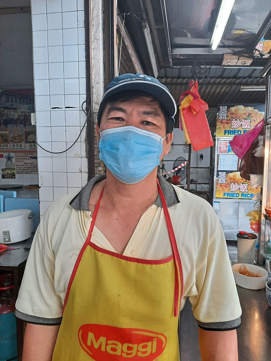 Khoo: Most regulars collect takeaways themselves from his chicken rice stall