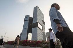 Tencent resumes WeChat signups despite concerns