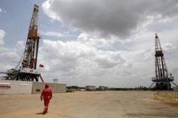 Oil price rises over 1% as Mideast tensions face virus concerns