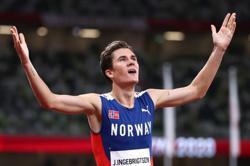 Olympics-Athletics-Norway's Ingebrigtsen upsets Cheruiyot to win 1,500 metres gold