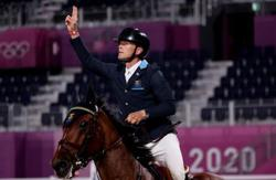Equestrian: Sweden take team gold after thrilling jump-off