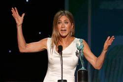 Actress Jennifer Aniston cuts ties with unvaccinated friends