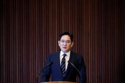 Factbox-Samsung leader Jay Y. Lee's other legal woes