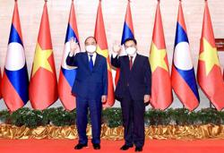 Vietnamese Party hands over new National Assembly building to Laos