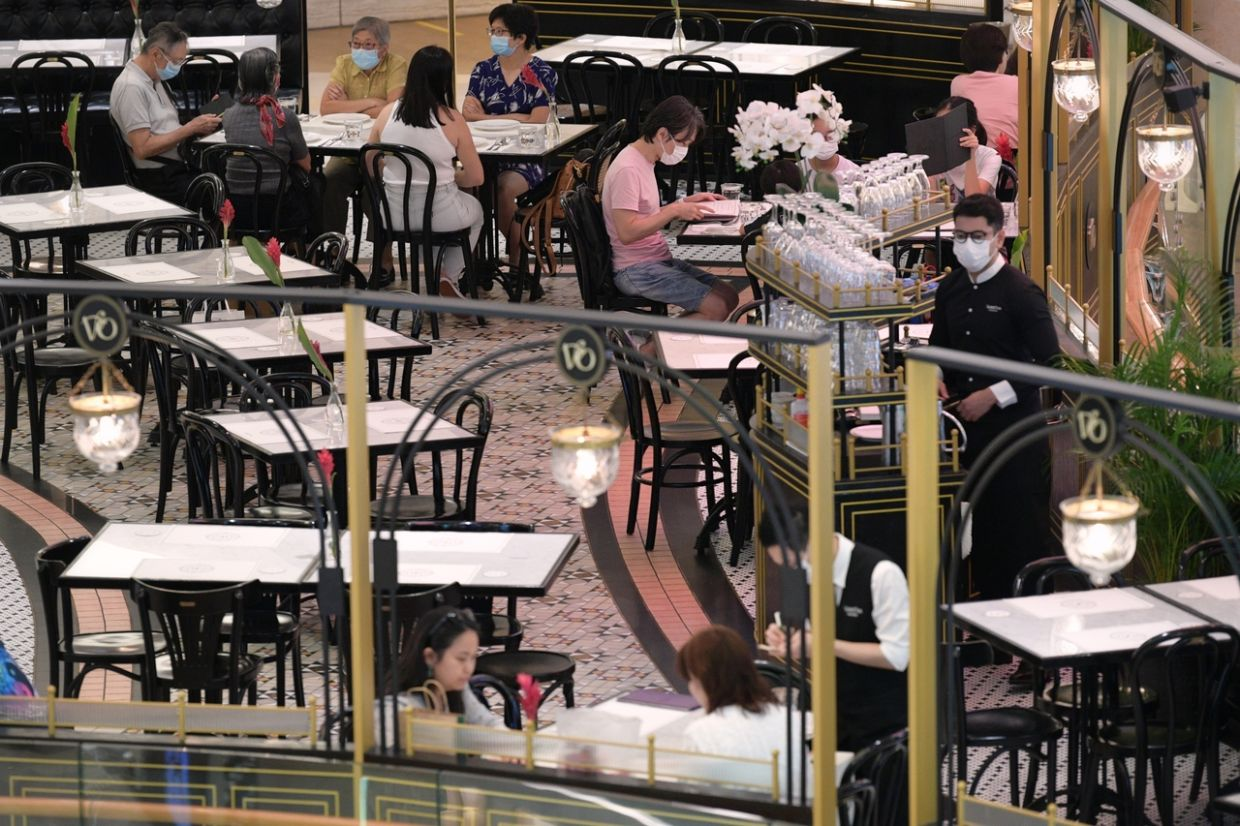 Diners at an eatery in Ion Orchard on Saturday ( Aug 14, 2021). - The Straits Times/ANN