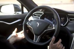Two senators urge 'thorough' U.S. agency Tesla Autopilot probe