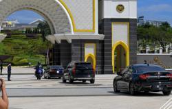 Political leaders arrive at Istana Negara