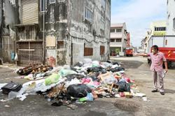 Rubbish problem in commercial area still unresolved