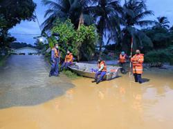 Flash flood washes away four at Gunung Jerai, three unhurt but one still missing