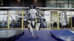 Boston Dynamics backflipping robot shows off new parkour routine