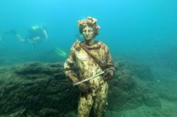 Diving among ancient ruins where Romans used to party