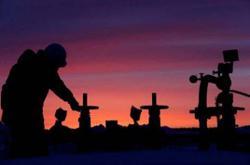 Oil prices snap seven-day losing streak, helped by weaker dollar
