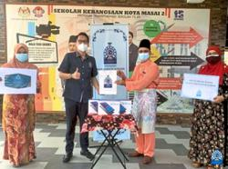 Foundation donates 75 tablets to needy students