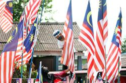 Johoreans hold on to positivity, hoist the Jalur Gemilang to welcome National Day
