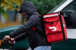 New York City approves licenses, commission caps for food-delivery apps