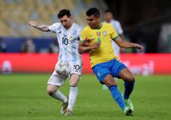 Soccer-Casemiro signs new four-year deal at Real Madrid