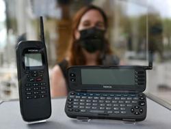 The grandaddy of all smartphones: Nokia's Communicator 9000 turns 25