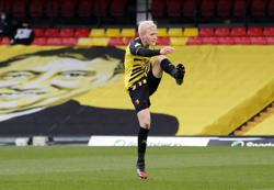 Soccer-Crystal Palace sign midfielder Hughes from Watford