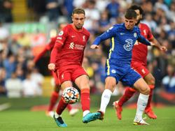 Soccer-Ten-man Chelsea hold on for point at Liverpool
