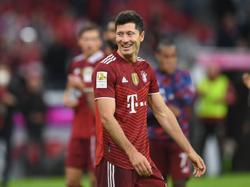 Soccer-Record-breaking Lewandowski nets hat-trick as Bayern crush Hertha Berlin