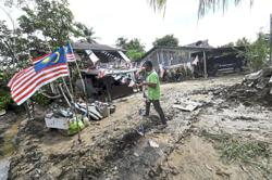 Jalur Gemilang withstands flood