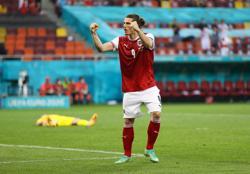 Soccer-Bayern sign Austria midfielder Sabitzer from Leipzig