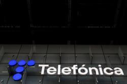 Telefonica hires Barclays to seek partner to fund UK fibre network, El Confidencial says