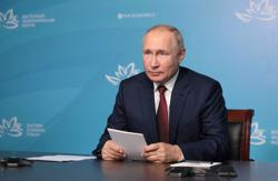 Putin calls for launch of regular cargo shipments via northern sea route next year