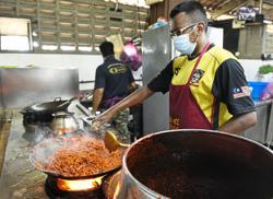 Mee goreng stalls cook up a storm despite pandemic