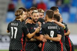 Soccer-Croatia beat Slovakia with late Brozovic strike