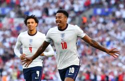 Soccer-Lingard double helps England ease past Andorra