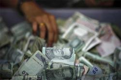 Easy policy lays out a hard road for baht, peso