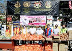 300 aid packs distributed to needy in Cheras