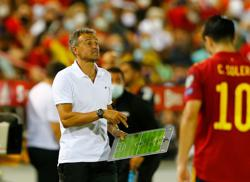 Soccer - Spain need to apply pressure on Sweden by beating Kosovo, says Luis Enrique