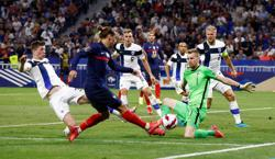 Soccer-France rediscover their touch as winless run ends