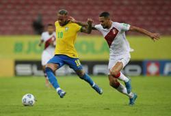 Soccer-Neymar says he deserves more respect from Brazil fans