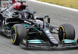 Motor racing-Hamilton fastest in first Italian Grand Prix practice