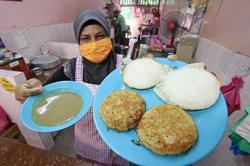 Despite its name, kuih serabai popular with locals